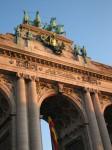 Triumphbogen. Dagegen ist das Brandenburger Tor nur Fliegendreck.